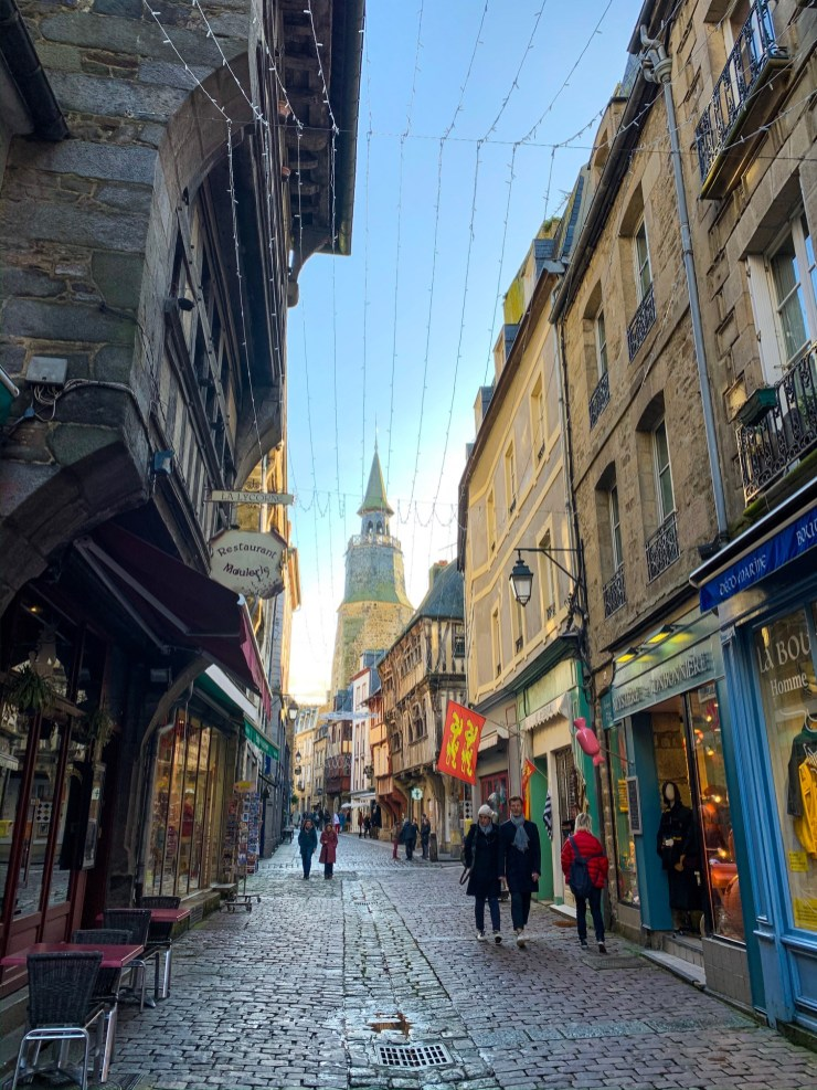 A shot of the pretty narrow cobbled streets in Dinan