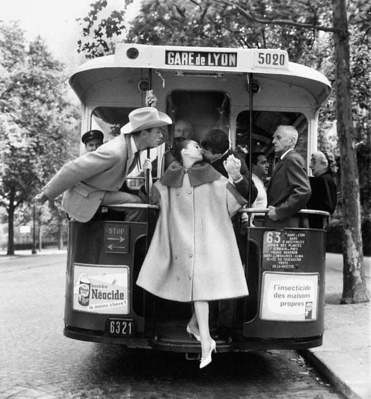 Audrey Hepburn, Mel Ferrer et Buster Keaton dans «Paris Pursuit» pour Harper's Bazaar