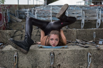 NicoleWinterContortion01