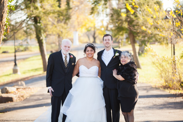 wedding picture with mom and dad