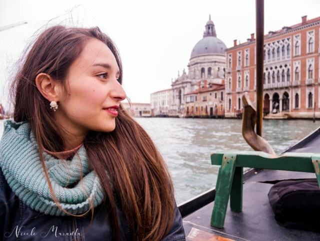Nicole sulla gondola a due euro - Nicole Maranta