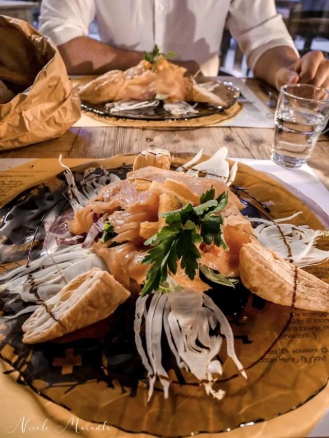 Cena al ristorante del JHD hotel, con salmone e sfogliatine -Nicole Maranta