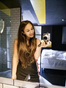 Sielfie in bagno obbligatori (pena si salta la cena) - Nicole Maranta