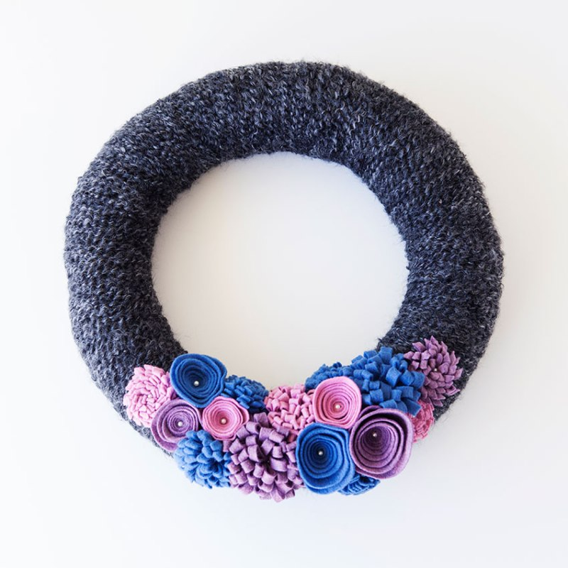 Gray felt and yarn wreath 1
