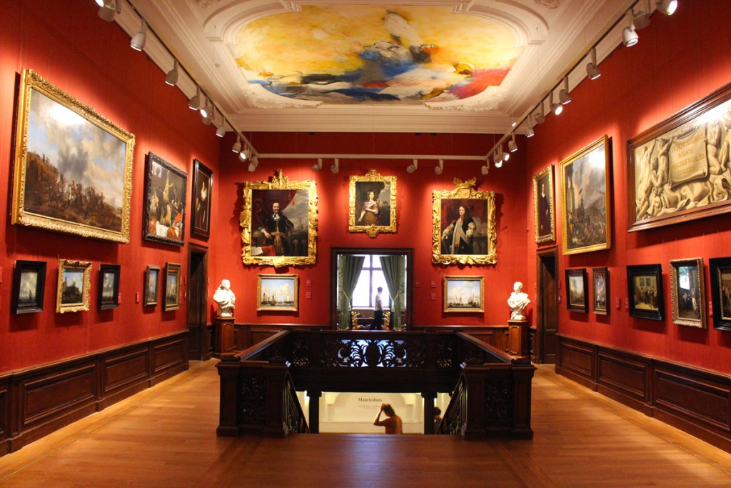 "what-must-have-seen-in-the-haag-mauritshuis-inside ""width ="" 1024 ""height ="" 683 ""data-wp-pid ="" 8818 ""srcset ="" https: //www.nicolos- reiseblog.de/wp-content/uploads/2018/09/was-muss-man-in-den-haag-gesehen-haben-mauritshuis-innen.jpg 1024w, https://www.nicolos-reiseblog.de/wp -content / uploads / 2018/09 / wat-moet-hebben-gezien-in-de-haag-mauritshuis-binnen-300x200.jpg 300w, https://www.nicolos-reiseblog.de/wp-content/ uploads / 2018/09 / what-must-have-seen-in-the-haag-mauritshuis-inside-800x533.jpg 800w, https://www.nicolos-reiseblog.de/wp-content/uploads/2018 /09/was-must-man-in-the-haag-looking-have-mauritshuis-innen-300x200@2x.jpg 600w ""sizes ="" (max-width: 1024px) 100vw, 1024px ""/></span data-recalc-dims="