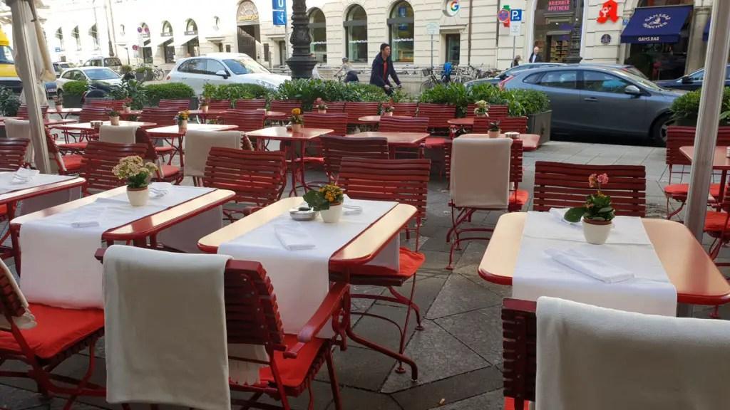 """best-cafes-munich-café-luitpold-out """"width ="""" 1024 """"height ="""" 576 """"data-wp-pid ="""" 9445 """"srcset ="""" https://www.nicolos-reiseblog.de/wp-content/ uploads / 2018/12 / best-cafes-muenchen-cafe-luitpold-aussen.jpg 1024w, https://www.nicolos-reiseblog.de/wp-content/uploads/2018/12/besten-cafes-muenchen-cafe -luitpold-outside-300x169.jpg 300w, https://www.nicolos-reiseblog.de/wp-content/uploads/2018/12/besten-cafes-muenchen-cafe-luitpold-out-800x450.jpg 800w, https : //www.nicolos-reiseblog.de/wp-content/uploads/2018/12/besten-cafes-muenchen-cafe-luitpold-aussen-300x169@2x.jpg 600w """"sizes ="""" (max-width: 1024px) 100vw, 1024px """"/></p data-recalc-dims="""