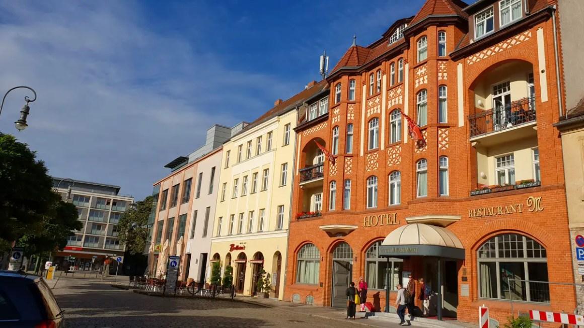 "Rundreise-brandenburg-travel-tips-brandenburg-brandenburg-hotel-am-whekenmarkt ""width ="" 1200 ""height ="" 675 ""data-wp-pid ="" 10028 ""srcset ="" https://www.nicolos-reiseblog.de/ wp-content / uploads / 2019/03 / Rundreise-brandenburg-reizen-tips-brandenburg-brandenburg-hotel-am-molkenmarkt.jpg 1200w, https://www.nicolos-reiseblog.de/wp-content/uploads/2019/03 / Rundreise-brandenburg-reisetipps-brandenburg-brandenburg-hotel-am-molkenmarkt-300x169.jpg 300w, https://www.nicolos-reiseblog.de/wp-content/uploads/2019/03/Rundreise-brandenburg-reisetipps- brandenburg-brandenburg-hotel-am-whekenmarkt-1024x576.jpg 1024w, https://www.nicolos-reiseblog.de/wp-content/uploads/2019/03/Rundreise-brandenburg-reisetipps-brandenburg-brandenburg-hotel-am -molkenmarkt-800x450.jpg 800w, https://www.nicolos-reiseblog.de/wp-content/uploads/2019/03/Rundreise-brandenburg-reisetipps-brandenburg-brandenburg-hotel-am-molkenmarkt-300x169@2x. jpg 600w ""sizes ="" (max-width: 1200px) 100vw, 1200px ""/></p data-recalc-dims="
