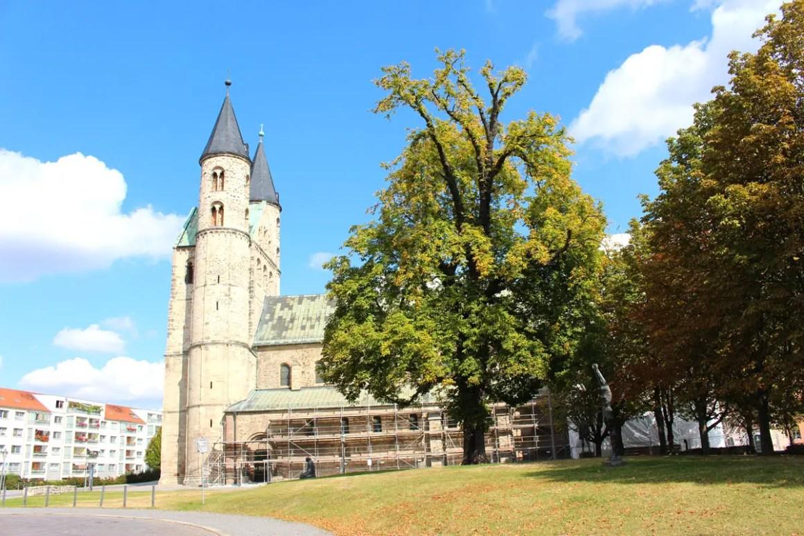 "Kloster-Unser-Lieben-Frauen-Magdeburg-Ansicht"" width=""1200"" height=""800"" data-wp-pid=""10887"" srcset=""https://i2.wp.com/www.nicolos-reiseblog.de/wp-content/uploads/2019/07/Kloster-Unser-Lieben-Frauen-Magdeburg-Ansicht.jpg?w=1160&ssl=1 1200w, https://www.nicolos-reiseblog.de/wp-content/uploads/2019/07/Kloster-Unser-Lieben-Frauen-Magdeburg-Ansicht-300x200.jpg 300w, https://www.nicolos-reiseblog.de/wp-content/uploads/2019/07/Kloster-Unser-Lieben-Frauen-Magdeburg-Ansicht-1024x683.jpg 1024w, https://www.nicolos-reiseblog.de/wp-content/uploads/2019/07/Kloster-Unser-Lieben-Frauen-Magdeburg-Ansicht-50x33.jpg 50w, https://www.nicolos-reiseblog.de/wp-content/uploads/2019/07/Kloster-Unser-Lieben-Frauen-Magdeburg-Ansicht-800x533.jpg 800w"" sizes=""(max-width: 1200px) 100vw, 1200px""/></p data-recalc-dims="