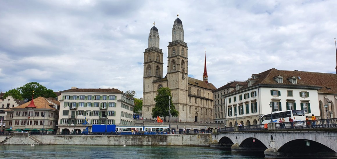 "grossmuenster-what-has-to-have-to-to-see-nicolos-travel-blog ""width ="" 1200 ""height ="" 568 ""data-wp-pid ="" 10576 ""srcset ="" https: //www.nicolos- reiseblog.de/wp-content/uploads/2019/07/grossmuenster-was-muss-man-in-zuerich-gesehen-haben-nicolos-reiseblog.jpg 1200w, https://www.nicolos-reiseblog.de/wp -content / uploads / 2019/07 / grossmuenster-what-has-to-have-to-see-have-nicolos-reiseblog-300x142.jpg 300w, https://www.nicolos-reiseblog.de/wp-content/ uploads / 2019/07 / grossmuenster-what-has-to-have-to-have-have-nicolos-travel-blog-1024x485.jpg 1024w, https://www.nicolos-reiseblog.de/wp-content/uploads/2019 /07/grossmuenster-was-must-man-in-zuerich-gesehen-haben-nicolos-reiseblog-50x24.jpg 50w, https://www.nicolos-reiseblog.de/wp-content/uploads/2019/07/ grossmuenster-what-has-to-have-to-see-nicolos-reiseblog-800x379.jpg 800w ""sizes ="" (max-width: 1200px) 100vw, 1200px ""/></p data-recalc-dims="