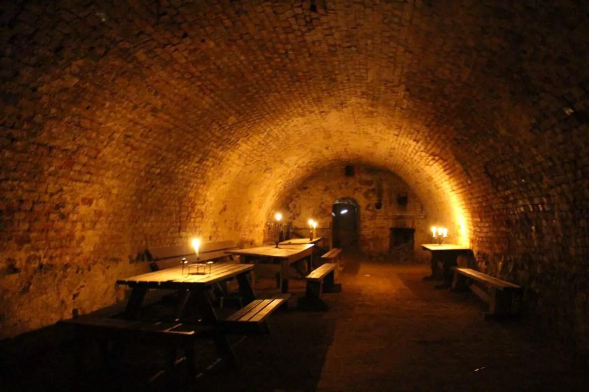 "catacomb-lighting-fort-silverberg ""width ="" 1200 ""height ="" 800 ""data-wp-pid ="" 10694 ""srcset ="" https://www.nicolos-reiseblog.de/wp-content/uploads/2019/ 07 / katakomben-lighting-fort-silberberg.jpg 1200w, https://www.nicolos-reiseblog.de/wp-content/uploads/2019/07/katakomben-beleuchtung-festung-silberberg-300x200.jpg 300w, https: //www.nicolos-reiseblog.de/wp-content/uploads/2019/07/katakomben-beleuchtung-festung-silberberg-1024x683.jpg 1024w, https://www.nicolos-reiseblog.de/wp-content/uploads /2019/07/katakomben-beleuchtung-forung-silberberg-50x33.jpg 50w, https://www.nicolos-reiseblog.de/wp-content/uploads/2019/07/katakomben-beleuchtung-festung-silberberg-800x533. jpg 800w ""sizes ="" (max-breedte: 1200px) 100vw, 1200px ""/></p data-recalc-dims="