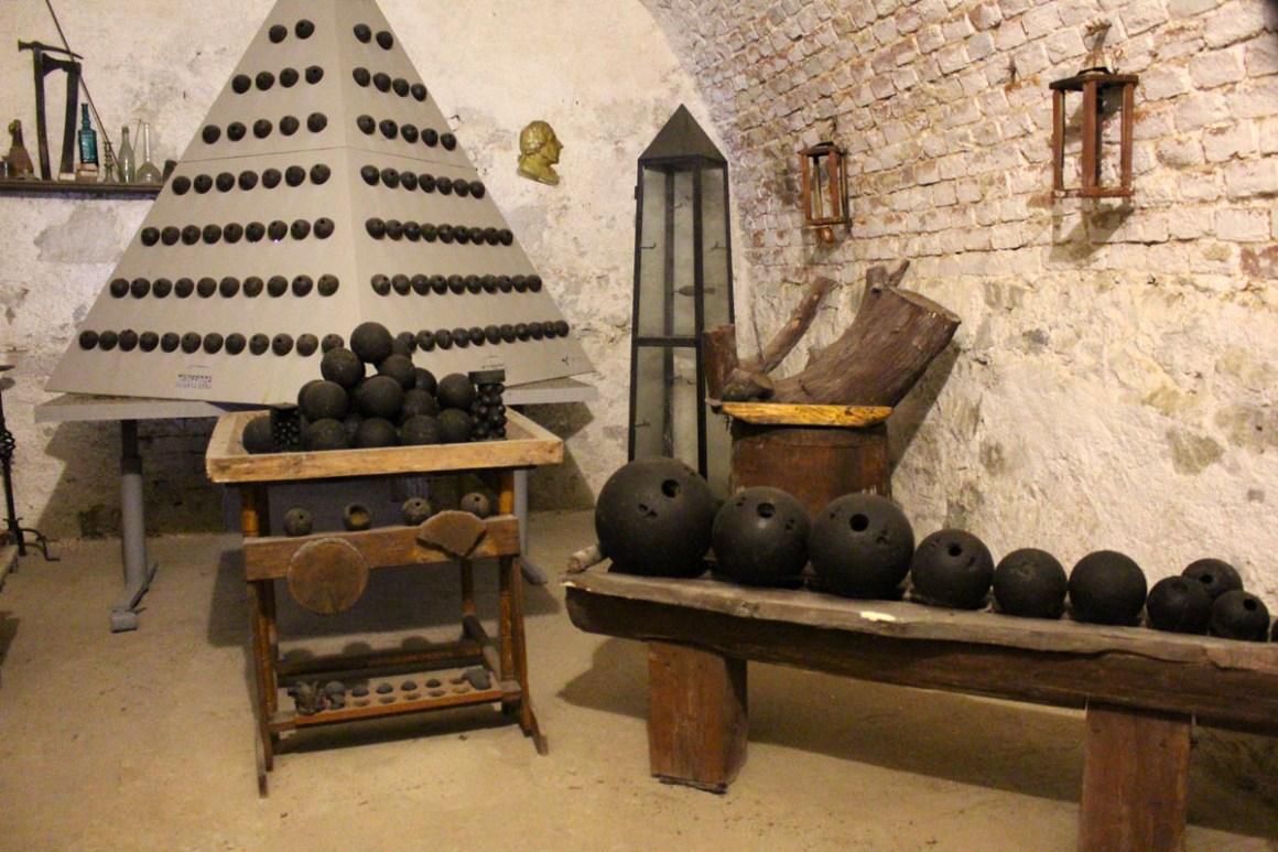 "museum-munitie-fort-silverberg ""width ="" 1200 ""height ="" 800 ""data-wp-pid ="" 10678 ""srcset ="" https://www.nicolos-reiseblog.de/wp-content/uploads/2019/ 07 / museum-munitie-fort-silverberg.jpg 1200w, https://www.nicolos-reiseblog.de/wp-content/uploads/2019/07/museum-munition-fortress-silberberg-300x200.jpg 300w, https: //www.nicolos-reiseblog.de/wp-content/uploads/2019/07/museum-munition-festung-silberberg-1024x683.jpg 1024w, https://www.nicolos-reiseblog.de/wp-content/uploads /2019/07/museum-munition-fortress-silberberg-50x33.jpg 50w, https://www.nicolos-reiseblog.de/wp-content/uploads/2019/07/museum-munition-fortress-silberberg-800x533. jpg 800w ""sizes ="" (max-breedte: 1200px) 100vw, 1200px ""/></p data-recalc-dims="