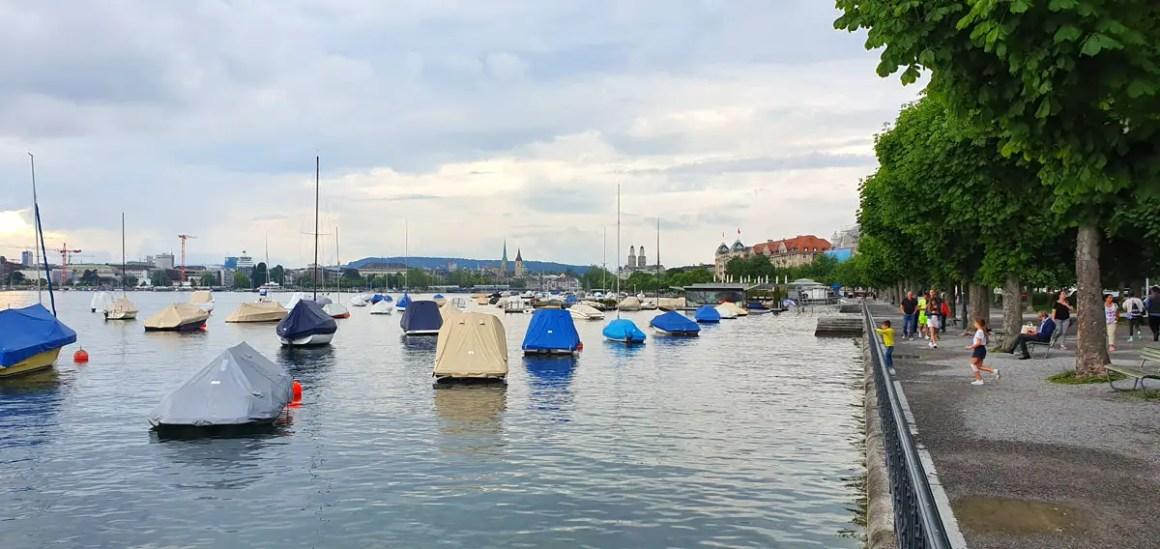 "zuerichsee-shore-what-must-man-in-zurich-seen-have-nicolos-travel-blog ""width ="" 1200 ""height ="" 568 ""data-wp-pid ="" 10592 ""srcset ="" https: // www. nicolos-reiseblog.de/wp-content/uploads/2019/07/zuerichsee-ufer-was-muss-man-in-zuerich-gesehen-haben-nicolos-reiseblog.jpg 1200w, https: //www.nicolos-reiseblog .com / wp-content / uploads / 2019/07 / zuerichsee-shore-wat-moet-hebben-man-in-zurich-seen-have-nicolos-reiseblog-300x142.jpg 300w, https: //www.nicolos-reiseblog. DE / wp-content / uploads / 2019/07 / zuerichsee-shore-wat-moet-hebben-man-in-zuerich-seen-have-nicolos-reiseblog-1024x485.jpg 1024w, https://www.nicolos-reiseblog.de /wp-content/uploads/2019/07/zuerichsee-aufer-was-muss-man-in-zuerich-gesehen-haben-nicolos-reiseblog-50x24.jpg 50w, https://www.nicolos-reiseblog.de/ wp-content / uploads / 2019/07 / zuerichsee-shore-wat-moet-hebben-man-in-eten-zien-hebben-nicolos-reiseblog-800x379.jpg 800w ""sizes ="" (max-width: 1200px) 100vw, 1200px ""/></p data-recalc-dims="