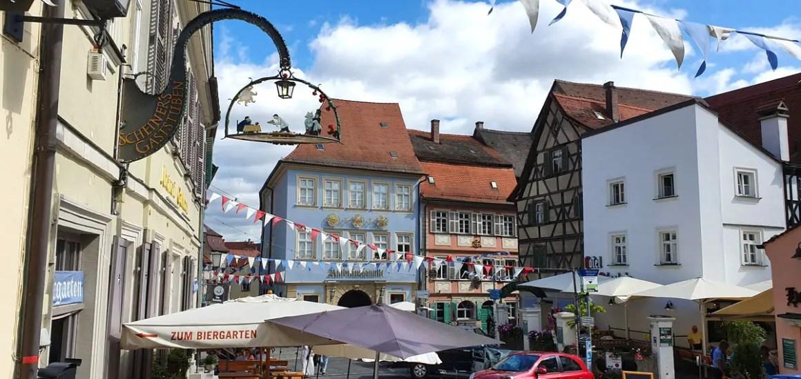 """Wat-moet-zien-oud-Bamberg """"width ="""" 1200 """"height ="""" 568 """"data-wp-pid ="""" 11138 """"srcset ="""" https://www.nicolos-reiseblog.de/wp-content/ uploads / 2019/08 / Wat-moet-zien-Bamberg-altstadt.jpg 1200w, https://www.nicolos-reiseblog.de/wp-content/uploads/2019/08/Was-muss-man-sehen -Bamberg-altstadt-300x142.jpg 300w, https://www.nicolos-reiseblog.de/wp-content/uploads/2019/08/Was-muss-man-sehen-Bamberg-altstadt-1024x485.jpg 1024w, https : //www.nicolos-reiseblog.de/wp-content/uploads/2019/08/Was-muss-man-sehen-Bamberg-altstadt-50x24.jpg 50w, https://www.nicolos-reiseblog.de/ wp-content / uploads / 2019/08 / wat-moet-zien-Bamberg-altstadt-800x379.jpg 800w """"sizes ="""" (max-breedte: 1200px) 100vw, 1200px """"/></p data-recalc-dims="""