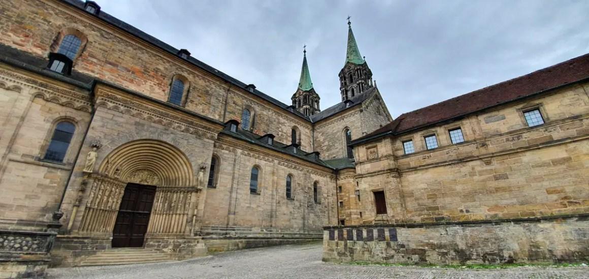 "Wat u moet zien-Bamberg-dom-site-portal ""width ="" 1200 ""height ="" 569 ""data-wp-pid ="" 11126 ""srcset ="" https://www.nicolos-reiseblog.de/wp- content / uploads / 2019/08 / What-must-see-one-Bamberg-dom-seitenportal.jpg 1200w, https://www.nicolos-reiseblog.de/wp-content/uploads/2019/08/Was-muss -man-see-Bamberg-dom-Seitenportal-300x142.jpg 300w, https://www.nicolos-reiseblog.de/wp-content/uploads/2019/08/Was-muss-man-sehen-Bamberg-dom- pagina portal-1024x486.jpg 1024w, https://www.nicolos-reiseblog.de/wp-content/uploads/2019/08/Was-muss-man-sehen-Bamberg-dom-seitenportal-50x24.jpg 50w, https: //www.nicolos-reiseblog.de/wp-content/uploads/2019/08/Was-muss-man-sehen-Bamberg-dom-seitenportal-800x379.jpg 800w ""sizes ="" (max-width: 1200px) 100vw , 1200px ""/></p data-recalc-dims="
