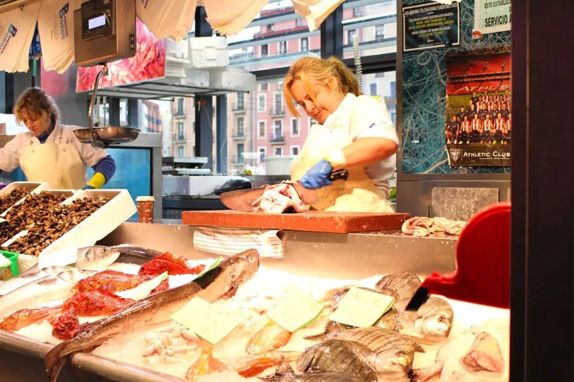 """Wat-je-moet-zien-Bilbao-Ribera-markt-vis """"width ="""" 1200 """"height ="""" 800 """"data-wp-pid ="""" 11102 """"srcset ="""" https://www.nicolos-reiseblog.de/ wp-content / uploads / 2019/08 / Wat te zien-Bilbao-Ribera-Markt-fisch.jpg 1200w, https://www.nicolos-reiseblog.de/wp-content/uploads/2019/08 / What- must-see-Bilbao-Ribera-Markt-fisch-300x200.jpg 300w, https://www.nicolos-reiseblog.de/wp-content/uploads/2019/08/Was-muss-man- see-Bilbao-Ribera-market-fish-1024x683.jpg 1024w, https://www.nicolos-reiseblog.de/wp-content/uploads/2019/08/Was-muss-man-sehen-Bilbao-Ribera-Markt -fish-50x33.jpg 50w, https://www.nicolos-reiseblog.de/wp-content/uploads/2019/08/Was-muss-man-sehen-Bilbao-Ribera-Markt-fisch-800x533.jpg 800w """"sizes ="""" (max-breedte: 1200px) 100vw, 1200px """"/></p data-recalc-dims="""