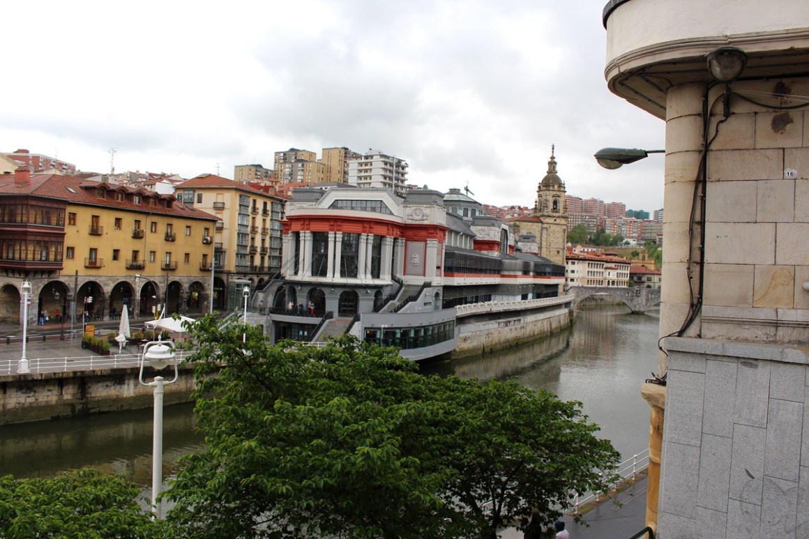 """Wat u moet zien Bilbao-Ribera-market """"width ="""" 1200 """"height ="""" 800 """"data-wp-pid ="""" 11100 """"srcset ="""" https://www.nicolos-reiseblog.de/wp- content / uploads / 2019/08 / Wat-moet-zien-Bilbao-Ribera-Markt.jpg 1200w, https://www.nicolos-reiseblog.de/wp-content/uploads/2019/08/Was-muss -man-see-Bilbao-Ribera-market-300x200.jpg 300w, https://www.nicolos-reiseblog.de/wp-content/uploads/2019/08/Was-muss-man-sehen-Bilbao-Ribera- Markt-1024x683.jpg 1024w, https://www.nicolos-reiseblog.de/wp-content/uploads/2019/08/Was-muss-man-sehen-Bilbao-Ribera-Markt-50x33.jpg 50w, https: //www.nicolos-reiseblog.de/wp-content/uploads/2019/08/Was-muss-man-sehen-Bilbao-Ribera-Markt-800x533.jpg 800w """"sizes ="""" (max-breedte: 1200px) 100vw , 1200px """"/></p data-recalc-dims="""