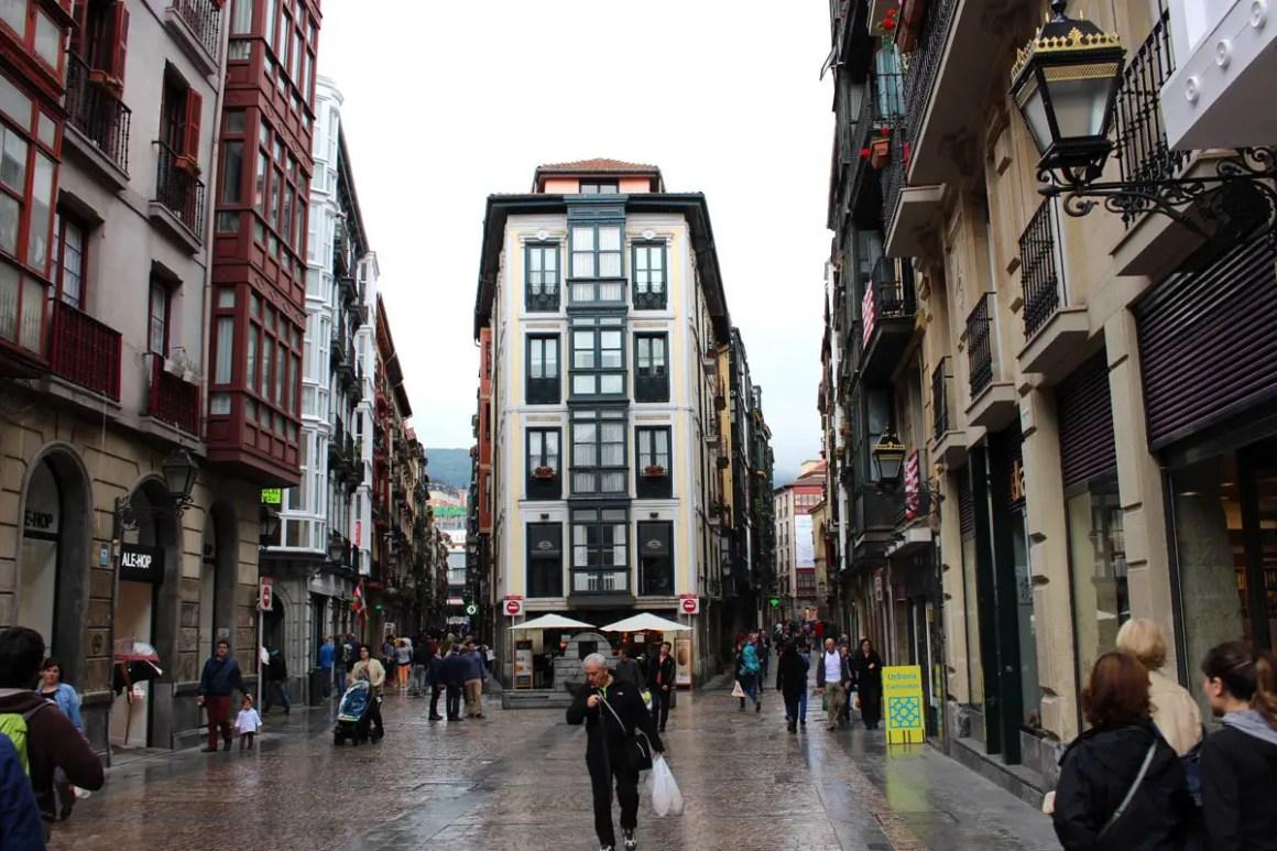 "Wat-je-moet-zien-Bilbao-oude-stad-Casco-Viejo-strassen ""width ="" 1200 ""height ="" 800 ""data-wp-pid ="" 11110 ""srcset ="" https: //www.nicolos-reiseblog. DE / wp-content / uploads / 2019/08 / Wat te zien-Bilbao-oude-stad-Casco-Viejo-strassen.jpg 1200w, https://www.nicolos-reiseblog.de/wp-content/uploads /2019/08/Was-muss-man-sehen-Bilbao-altstadt-Casco-Viejo-strassen-300x200.jpg 300w, https://www.nicolos-reiseblog.de/wp-content/uploads/2019/08/ Wat-moet-zien-Bilbao-oude-stad-Casco-Viejo-strassen-1024x683.jpg 1024w, https://www.nicolos-reiseblog.de/wp-content/uploads/2019/08/Was-muss-man -see-Bilbao-oude-stad-Casco-Viejo-strassen-50x33.jpg 50w, https://www.nicolos-reiseblog.de/wp-content/uploads/2019/08/Was-muss-man-sehen-Bilbao- alto-casco-viejo-streets-800x533.jpg 800w ""sizes ="" (max-breedte: 1200px) 100vw, 1200px ""/></p data-recalc-dims="