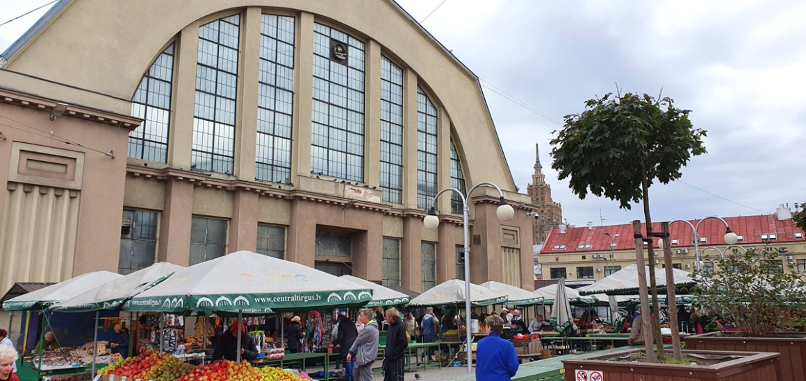 "see-in-riga-central-market-negu-iela ""width ="" 1200 ""height ="" 568 ""data-wp-pid ="" 11413 ""srcset ="" https://www.nicolos-reiseblog.de/wp- content / uploads / 2019/10 / what-to-see-in-central-market-Negu-iela.jpg 1200w, https://www.nicolos-reiseblog.de/wp-content/uploads/2019/10/was-sehen -in-riga-Central-Market-Negu-iela-300x142.jpg 300w, https://www.nicolos-reiseblog.de/wp-content/uploads/2019/10/was-sehen-in-riga-Centralmarkt-Negu- iela-1024x485.jpg 1024w, https://www.nicolos-reiseblog.de/wp-content/uploads/2019/10/was-sehen-in-riga-Zentralmarkt-Negu-iela-50x24.jpg 50w, https: //www.nicolos-reiseblog.de/wp-content/uploads/2019/10/was-sehen-in-riga-Zentralmarkt-Negu-iela-800x379.jpg 800w ""data-lazy-sizes ="" (max-width : 1200px) 100vw, 1200px ""src ="" https://www.nicolos-reiseblog.de/wp-content/uploads/2019/10/was-sehen-in-riga-Zentralmarkt-Negu-iela.jpg ""/></p> <p><noscript><img class="