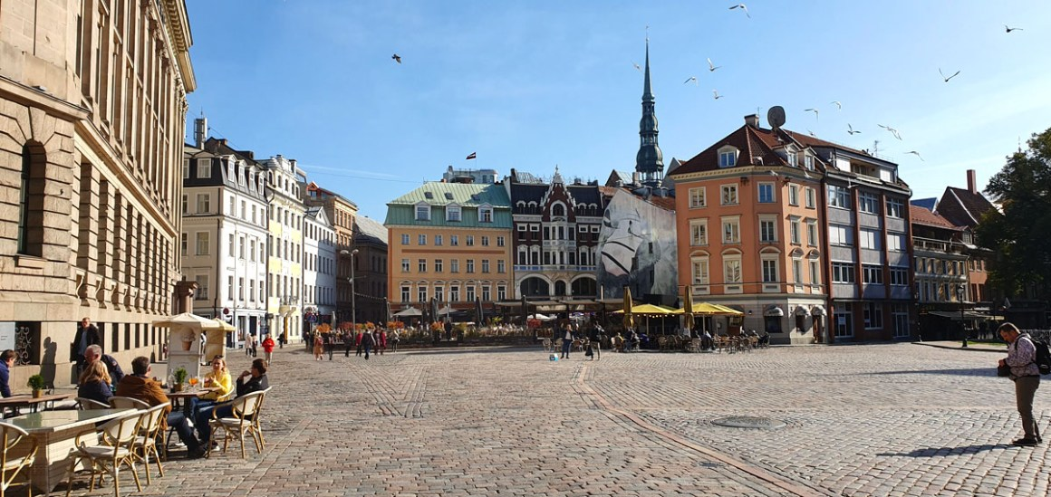 "what-to-see-in-riga-domplatz ""width ="" 1200 ""height ="" 568 ""data-wp-pid ="" 11431 ""srcset ="" https://www.nicolos-reiseblog.de/wp-content/uploads/ 2019/10 / what-see-in-riga-domplatz.jpg 1200w, https://www.nicolos-reiseblog.de/wp-content/uploads/2019/10/was-sehen-in-riga-domplatz-300x142 .jpg 300w, https://www.nicolos-reiseblog.de/wp-content/uploads/2019/10/was-sehen-in-riga-domplatz-1024x485.jpg 1024w, https: //www.nicolos-reiseblog .com / wp-content / uploads / 2019/10 / wat-te-zien-in-riga-domplatz-50x24.jpg 50w, https://www.nicolos-reiseblog.de/wp-content/uploads/2019/10/ what-see-in-riga-domplatz-800x379.jpg 800w ""sizes ="" (max-width: 1200px) 100vw, 1200px ""/></noscript data-recalc-dims="