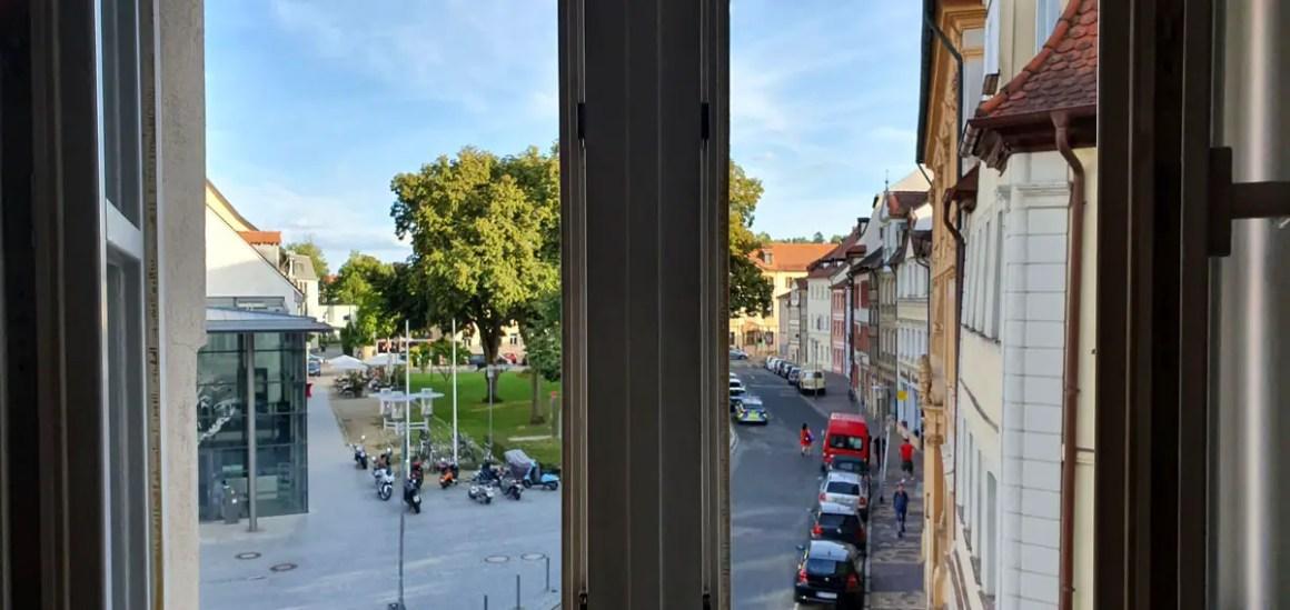 """Hotel-Bamberg-ibis-Altstadt-rooms-outlook """"width ="""" 1200 """"height ="""" 568 """"data-wp-pid ="""" 11492 """"srcset ="""" https://www.nicolos-reiseblog.de/wp-content/ uploads / 2019/11 / Hotel-Bamberg-ibis-Altstadt-room-outlook.jpg 1200w, https://www.nicolos-reiseblog.de/wp-content/uploads/2019/11/Hotel-Bamberg-ibis-Altstadt -outdoor-view-300x142.jpg 300w, https://www.nicolos-reiseblog.de/wp-content/uploads/2019/11/Hotel-Bamberg-ibis-Altstadt-zimmer-ausblick-1024x485.jpg 1024w, https : //www.nicolos-reiseblog.de/wp-content/uploads/2019/11/Hotel-Bamberg-ibis-Altstadt-zimmer-ausblick-50x24.jpg 50w, https://www.nicolos-reiseblog.de/ wp-content / uploads / 2019/11 / Hotel-Bamberg-ibis-Altstadt-room-outlook-800x379.jpg 800w """"sizes ="""" (max-breedte: 1200px) 100vw, 1200px """"/></p data-recalc-dims="""