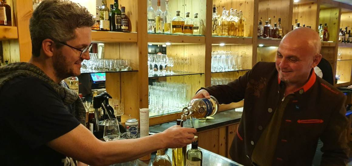 "Hotel-Oberstorf-whisky-tasting-nicolo-martin"" width=""1200"" height=""568"" srcset=""https://www.nicolos-reiseblog.de/wp-content/uploads/2020/01/Hotel-Oberstorf-whisky-tasting-nicolo-martin.jpg 1200w, https://www.nicolos-reiseblog.de/wp-content/uploads/2020/01/Hotel-Oberstorf-whisky-tasting-nicolo-martin-300x142.jpg 300w, https://www.nicolos-reiseblog.de/wp-content/uploads/2020/01/Hotel-Oberstorf-whisky-tasting-nicolo-martin-1024x485.jpg 1024w"" data-lazy-sizes=""(max-width: 1200px) 100vw, 1200px"" src=""https://www.nicolos-reiseblog.de/wp-content/uploads/2020/01/Hotel-Oberstorf-whisky-tasting-nicolo-martin.jpg""/><noscript><img class="