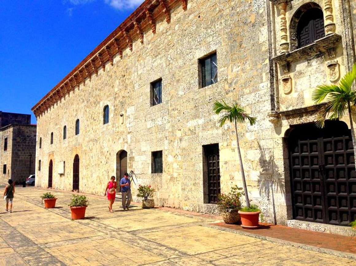 """one-day-in-santo-domingo-casa-museo-reales """"width ="""" 1200 """"height ="""" 900 """"srcset ="""" https://www.nicolos-reiseblog.de/wp-content/uploads/2020/05 /ein-tag-in-santo-domingo-Casa-Museo-Reales.jpg 1200w, https://www.nicolos-reiseblog.de/wp-content/uploads/2020/05/ein-tag-in-santo- domingo-Casa-Museo-Reales-300x225.jpg 300w, https://www.nicolos-reiseblog.de/wp-content/uploads/2020/05/ein-tag-in-santo-domingo-Casa-Museo-Reales -1024x768.jpg 1024w """"data-lui-maten ="""" (max. Breedte: 1200 px) 100 vw, 1200 px """"src ="""" https://www.nicolos-reiseblog.de/wp-content/uploads/2020/05/ein -day-in-santo-domingo-casa-museo-reales.jpg """"/></p> <p><noscript><img class="""
