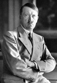 220px-Adolf_Hitler_Berghof-1936 (1)