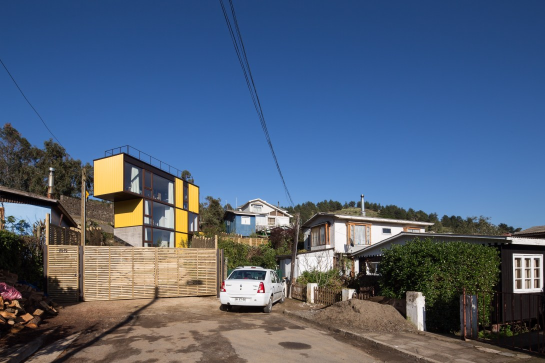 Yellow House in Zapallar, by Aguiló+Pedraza Arquitectos (12)
