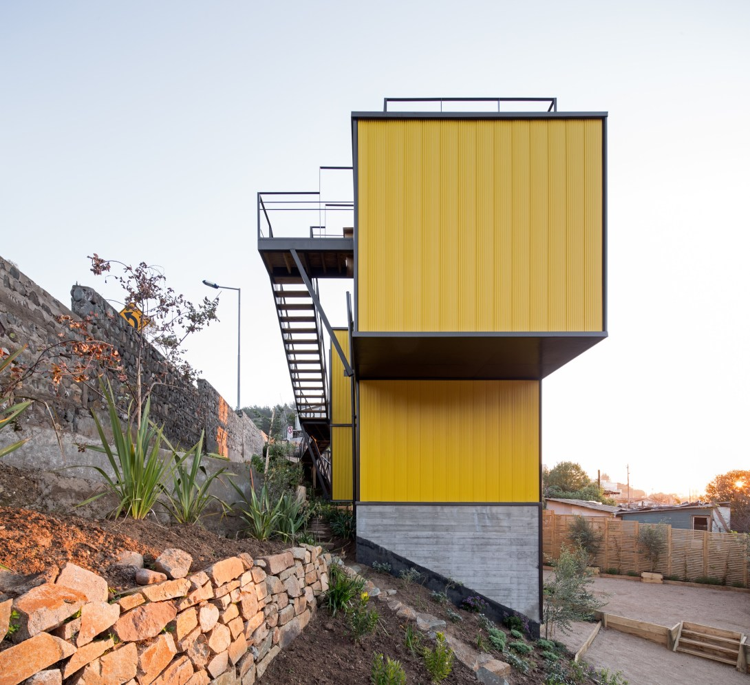 Yellow House in Zapallar, by Aguiló+Pedraza Arquitectos (8)