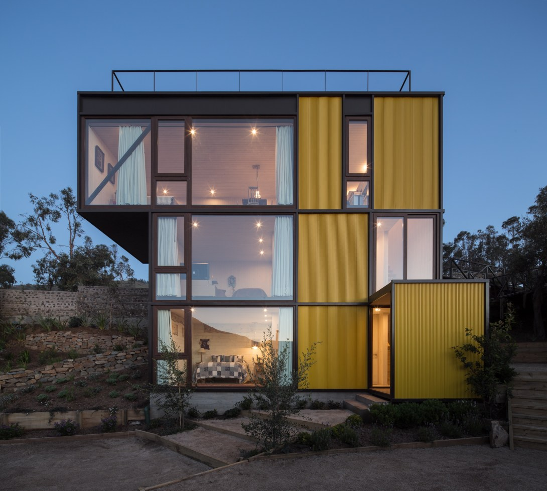Yellow House in Zapallar, by Aguiló+Pedraza Arquitectos (7)
