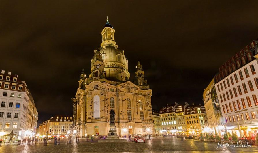 Die dresdener Frauenkirche bei Nacht