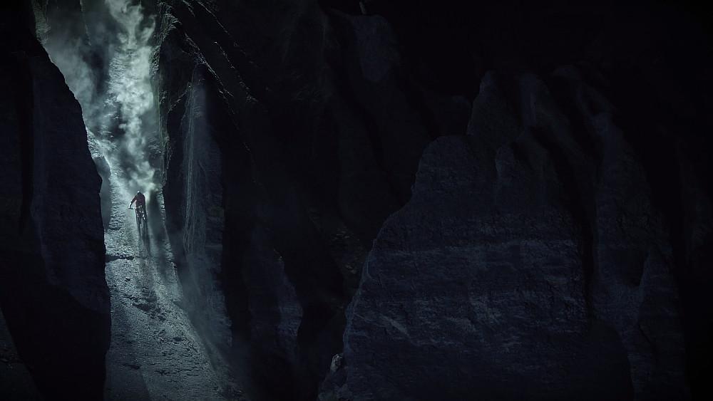 Riding-down-cracks-MTB