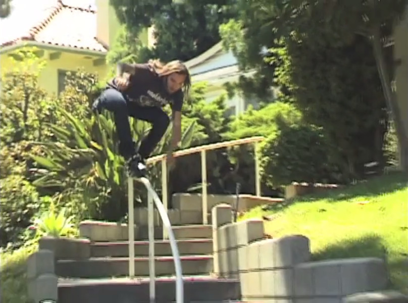 Chris Dafick - X-Grind down the curved kink rail