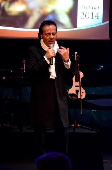 Śpiewa Francesco Napoli.