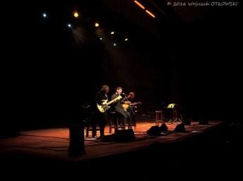16.04.2016, Suwalki, Duza Scena Suwalskiego Osrodka Kultury. Koncert MY WAY - Andrzej Poniedzielski i Dawid Podsiadlo. © 2016 Wojciech OTLOWSKI