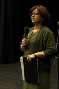 Jolanta Hinc-Mackiewicz podczas Hyde Parku Literackiego w listopadzie 2013 r.
