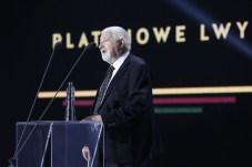 41 Festiwal Filmowy w Gdyni. Gala wręczenia nagród. Nz. Janusz Majewski otrzymuje Platynowe Lwy. Fot. Krzysztof Mystkowski / KFP