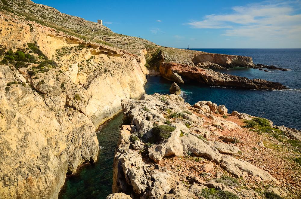 Maltietiška žiema ir pasivaikščiojimas iki Blue Grotto