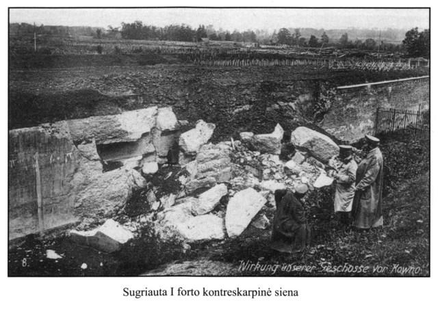 """Sugriauta I forto kontreskarpinė siena (nuotrauka iš knygos """"Kauno Tvirtovės Istorija"""")"""