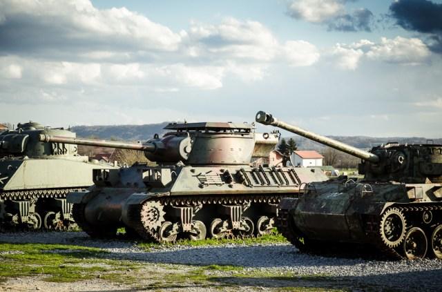Savaeigis artilerijos pabūklas M-36, lengvasis tankas M18