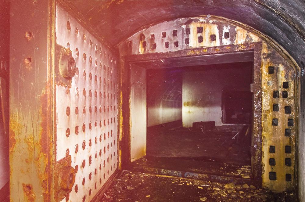 Slaptas radijo ryšio bunkeris giliai po žeme