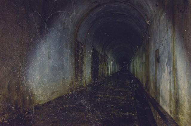 Tunelis į generatoriaus ir kuro talpyklų patalpas