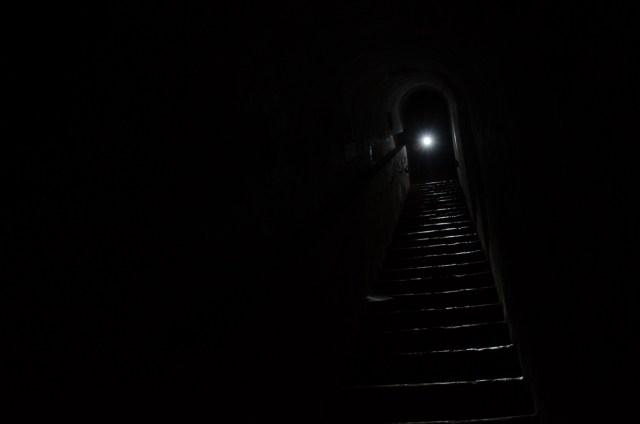 O šiaip, viduje aklina tamsa