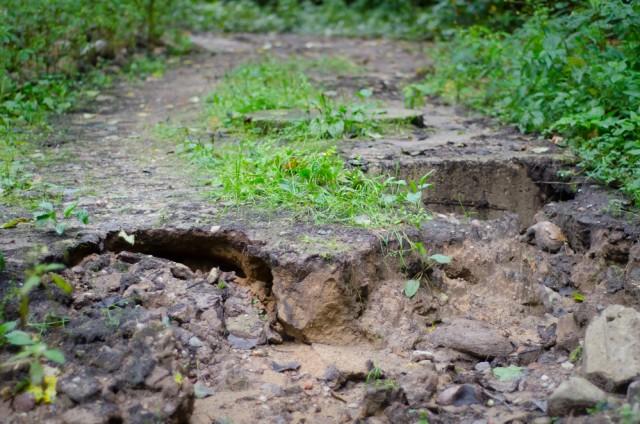 Yra vietų kur kelią išplovė vasarinės liūtys