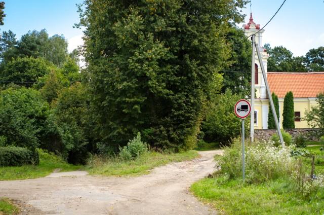 Sunku patikėti, kad čia kažkada buvo vienas judriausių kelių, vedančių iš Vilniaus