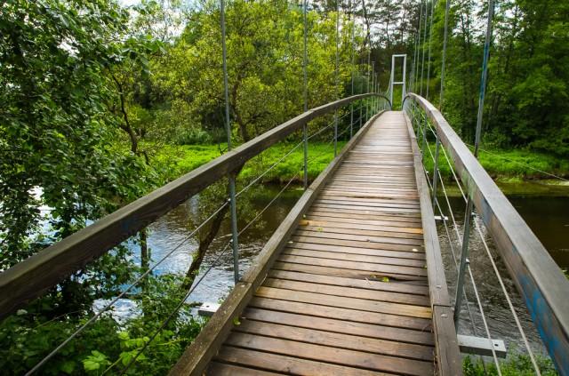 Pakabinamas tiltas virš Žeimenos žiočių