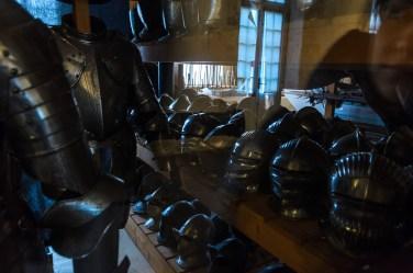 Net muziejaus sandėliukas užverstas galybe šarvų, apie kuriuos mūsų muziejams tik pasvajoti
