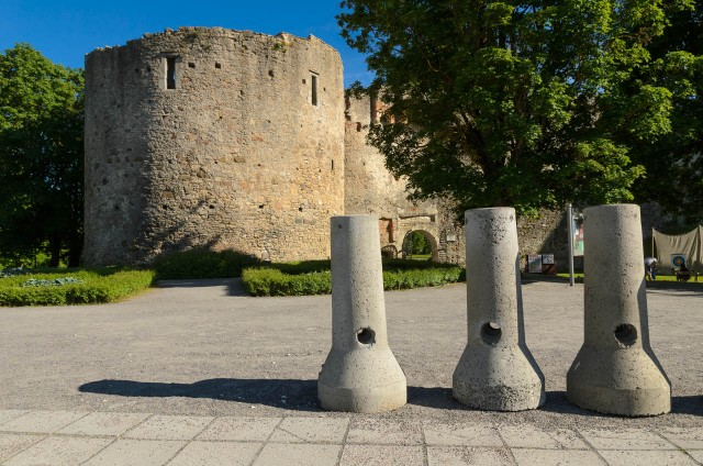 Haapsalu pilis, kurią iki šiol garsina Baltosios Damos legenda