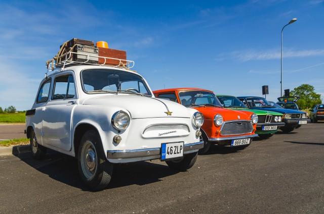 Neplanuotas reginys - senų automobilių paroda - orientacinis ralis