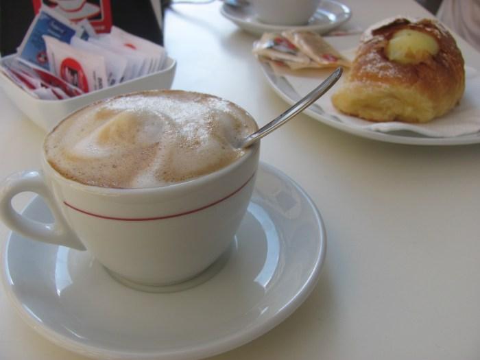 Cappucino. Włoska kawa. Trapani. Sycylia. Italienischer Kaffee. Italian coffee.